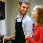 Cocinar para ligar: el truco de los gastrosexuales