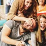 ¿Es aconsejable intentar ligar en grupo? Consejos para hacerlo